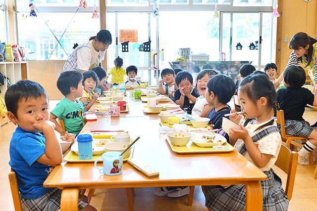 恵光幼稚園の給食の様子
