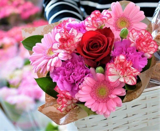 とちぎ園芸のピンクの花でまとめられた生花アレンジメント