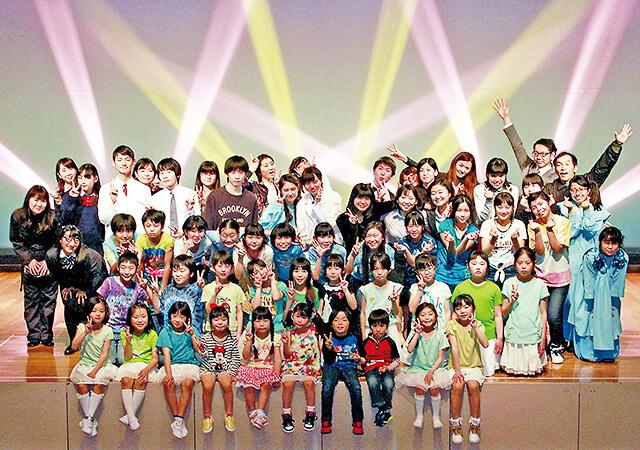 子どもタレントスクール 舞台での集合写真