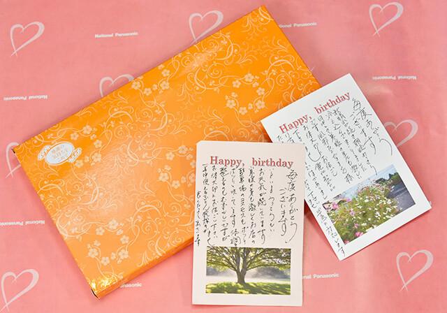 誕生日のお客様へ送るバースデーカードとプレゼント