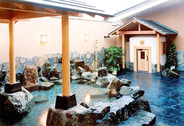 天然温泉極楽湯宇都宮店の露天風呂