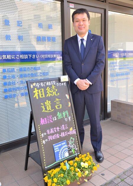 笑顔で出迎えてくれた高橋洋一先生