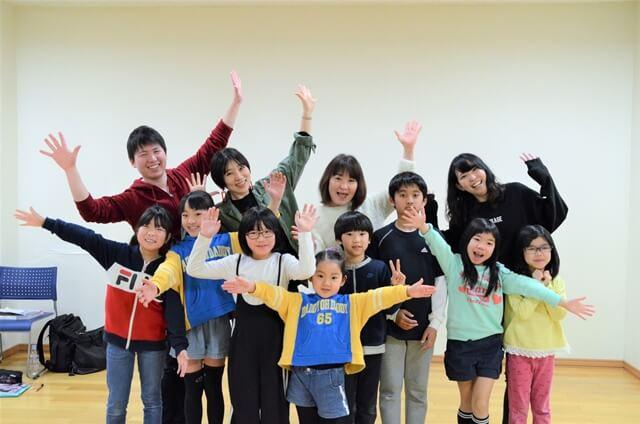 子どもタレントスクール講師と生徒