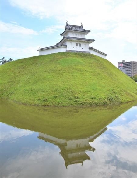 水面に移る宇都宮城
