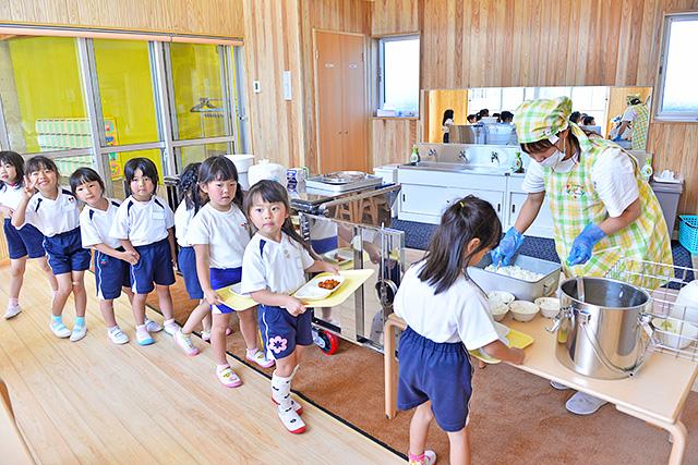 恵光幼稚園の給食風景