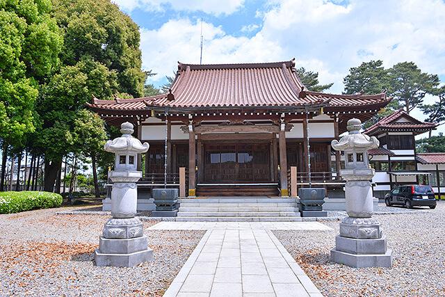 正面から見た惠光寺の本堂