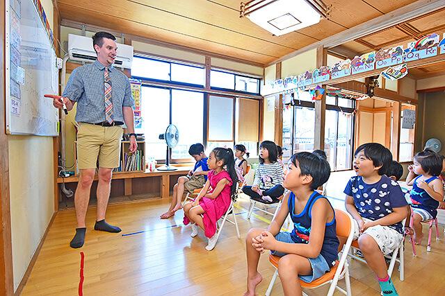 アイエルワイ国際幼児園の授業風景