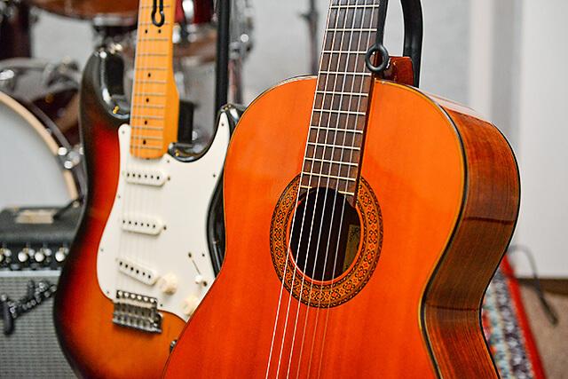 くろねこ音楽教室にあるギター