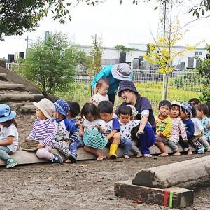 はだしで駆け回る元気な子どもが育つ「たんぽぽ保育園」 – PR