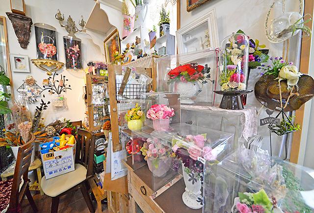 花物語店内にもアレンジメントがたくさん