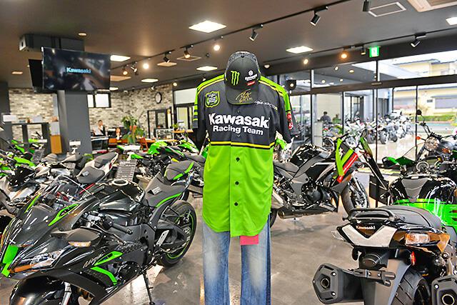 カワサキ プラザ宇都宮インターパークバイクが並んだ店内