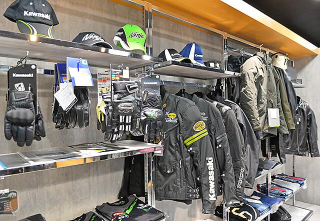 カワサキ プラザ宇都宮インターパークの店内にあるアパレル商品コーナー