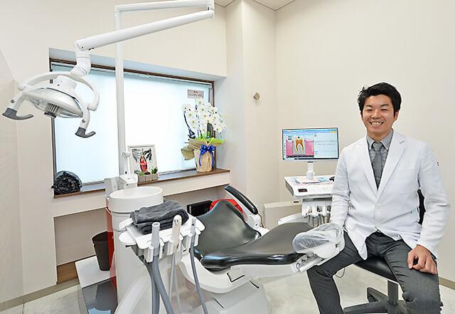 佐貫歯科矯正歯科 治療室での院長先生