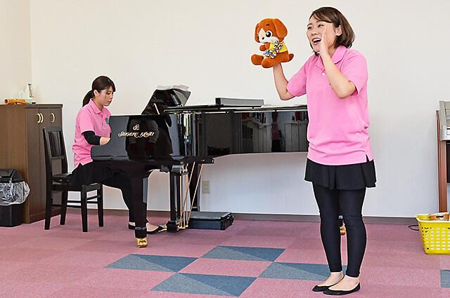 カワイ音楽教室 宇都宮東センター クーちゃんと先生二人と一緒に親子リトミックスタート