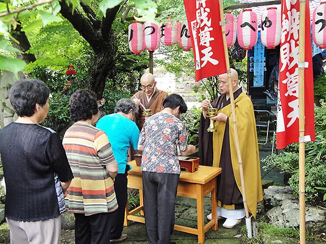 祥雲寺のべんてん祭りの様子