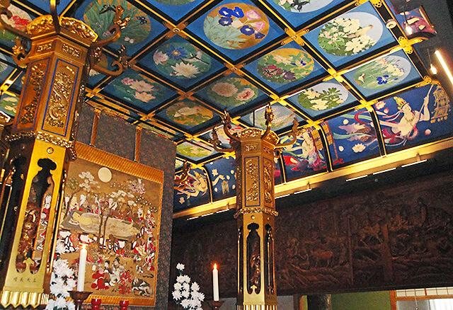 祥雲寺の本堂内の美しい天井