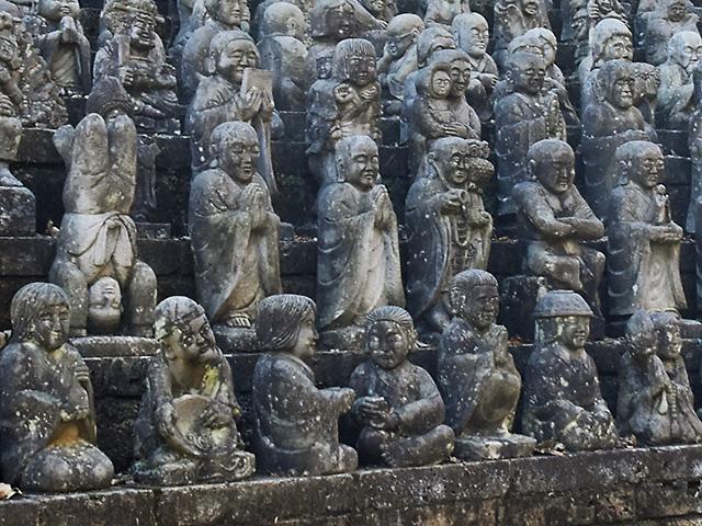 祥雲寺の羅漢渓 さまざまな形の羅漢像