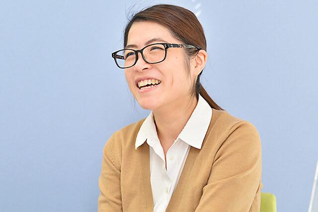 アティスインターナショナル日本語学校 先生の生徒さんへの想いをお話ししてくださっている様子