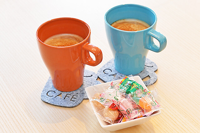 三和住宅 宇都宮東口店 かわいいコーヒーカップとコースター