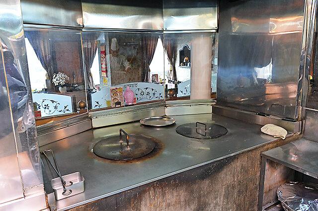 タージマハル タンドールというナンを焼く窯