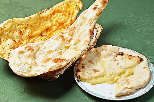 タージマハルのナン(プレーン・ガーリック・チーズ)